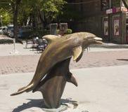 Skulpturen von Delphinen auf Slivitsa-Boulevard, Varna, Bulgarien stockbild