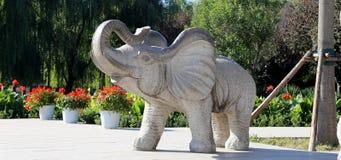 Skulpturer av elefanter, i Pekingzoo, Peking, Kina Royaltyfri Bild