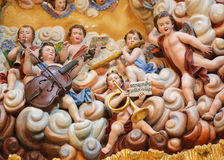 Skulpturer av en orkester av änglar i den Burgos domkyrkan arkivfoton