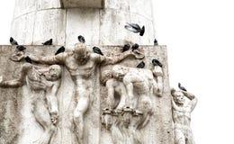 Skulpturer av obelisken av Dam Square i Amsterdam royaltyfri fotografi