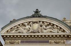 Skulpturer för hög lättnad på Paris Opéra - Paris tak Royaltyfria Bilder