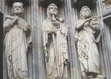 Skulpturer i gotisk domkyrka Arkivfoton