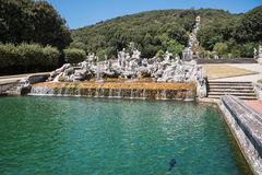 Skulpturer i parkera av Caserta Royal Palace Arkivbilder