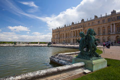 Skulpturer i trädgård av den Versailles slotten Royaltyfria Bilder