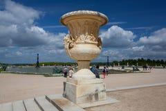 Skulpturer i trädgård av den Versailles slotten Fotografering för Bildbyråer