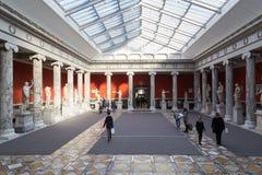 Skulpturer inom den nya Carlsbergen Glyptotek i Köpenhamn Fotografering för Bildbyråer