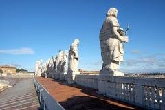 Skulpturer på fronton av domkyrkan för St Peter ` s Royaltyfri Foto