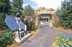 Skulpturer på ingången till gästgivargården av Loretto i Santa Fe, NM Arkivfoto