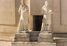 Skulpturer på taket av den Cadiz domkyrkan arkivfoton