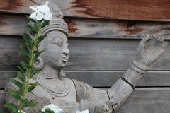 Skulpturer träskulpturer, härligt forntida land av Thailand Royaltyfri Fotografi