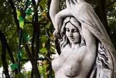 Skulpturflicka av stenen Royaltyfria Foton