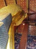 Skulpturhuvud och framsidaguld buddha Royaltyfri Foto