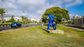 Skulpturkind auf Roller ist bereit zu gehen Stockfotos