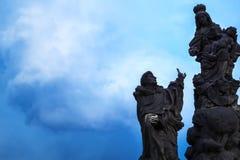 Skulpturmannfrau und -kinder Lizenzfreies Stockbild