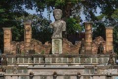 Skulpturreplik in Chaiya-Markt lizenzfreie stockbilder