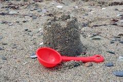 Skulpturschloßform gebildet mit Strandsand Lizenzfreie Stockfotos