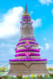 Skulpturschloßform gebildet mit Strandsand Stockbild