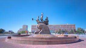 Skulpturseglingskepp på hyperlapse för Astana fyrkanttimelapse lager videofilmer
