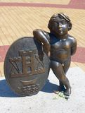 Skulpturvapensköld av Klaipeda fartygklaipedalithuania meridianas mest symboler för en igenkännliga s-segling Royaltyfri Foto