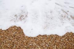 Skum f?r vitt hav och stenar, n?rbild fotografering för bildbyråer