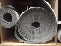 Skum f?r polyetylenisoleringsisolering med aluminiumfolie i rullar i lager arkivbild