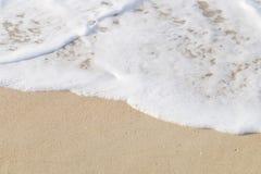 Skumhav på sandbakgrunden Royaltyfri Foto