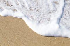 Skumhav på sandbakgrunden Fotografering för Bildbyråer