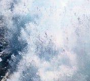 skumma och skumma i havet av medelhavs- Grekland Royaltyfria Foton