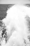 skumma och skumma i havet för th e av medelhavs- Grekland Royaltyfri Foto
