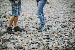 Skumma stenar på stranden arkivfoto
