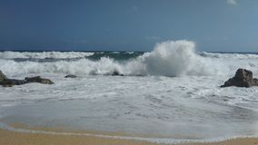Skumma vågor av havet royaltyfria bilder