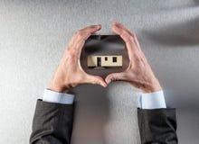 Skupia się na ochronie lub domowej izolaci dla cennego nowego domu Fotografia Royalty Free
