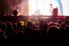 Skupiający się koncertowy tłum Zdjęcie Stock