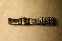 SKUTECZNOŚĆ - zakończenie grungy rocznik typeset słowo na metalu tle Obraz Stock