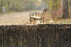 Skvallerbytta över staketet royaltyfri bild