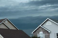 Skvalpa stormiga moln Arkivfoton