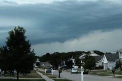 Skvalpa stormiga moln Arkivbild
