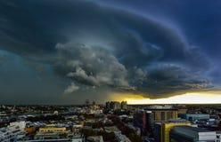 Åskväder över staden av Sydney, Australien Royaltyfria Bilder