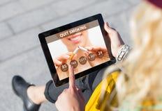 Skwitowany Dymi app na pastylce zdjęcia royalty free