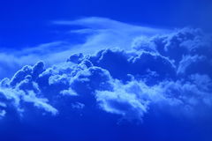 Sky and beautiful picturesque blue cumulus  clouds Royalty Free Stock Photos