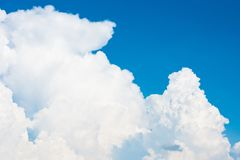 Sky and clouds in day time for background. Royalty Free Stock Photos