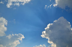 Sky, clouds and sunbeams Royalty Free Stock Photos