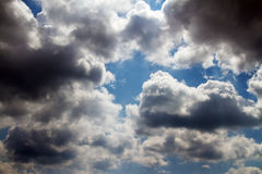 Sky covered with gloomy clouds Royalty Free Stock Photography