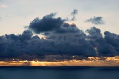 Sky: dramatic sunset at sea Royalty Free Stock Photo