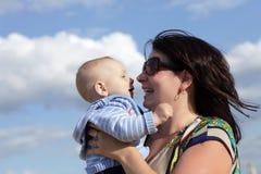 sky för bakgrundsbarnmoder Arkivbilder