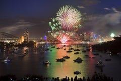 Sky för blått för Sydney fyrverkeri 2013 Arkivbilder