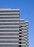 sky för byggnad för blå brown görad randig glass Arkivfoto
