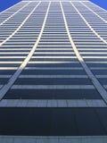 sky för byggnadsnycscrapper arkivbild
