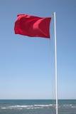 sky för rött hav för blå flagga Arkivbild