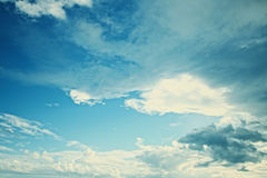 The sky with fluffy cumulus clouds Royalty Free Stock Photography